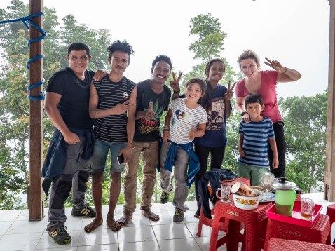 une formidable famille, planteurs de café sur la pente du Kelimutu, Flores